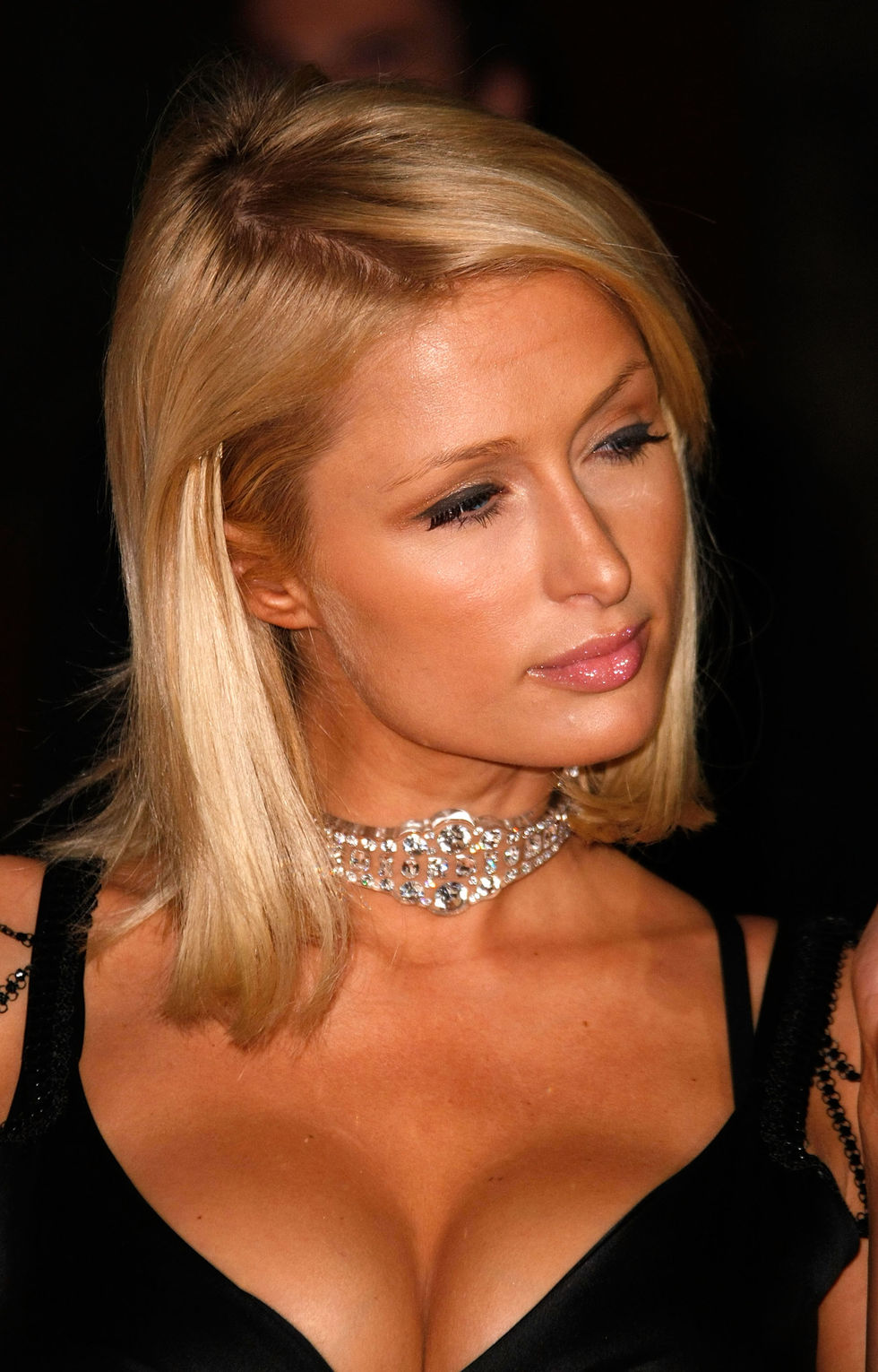 paris-hilton-apple-lounge-opening-in-west-hollywood-01