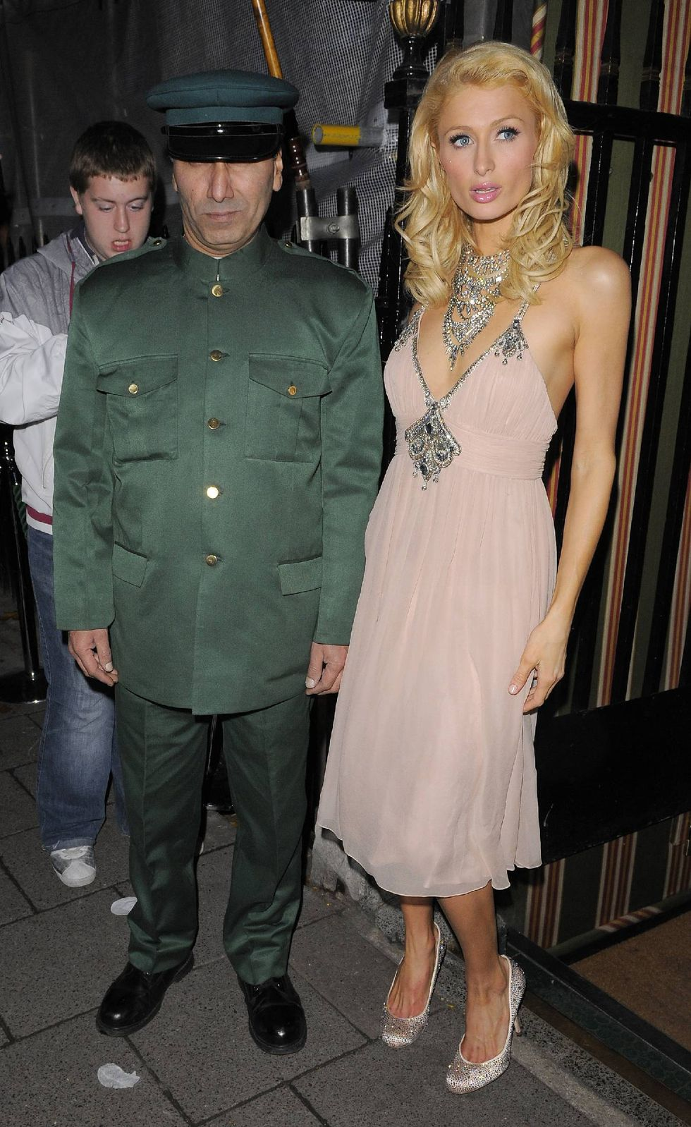 paris-hilton-at-annabels-private-members-club-in-london-01