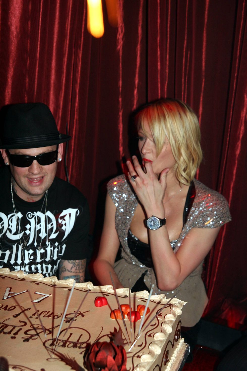 paris-hilton-at-benji-madden-birthday-party-in-las-vegas-01