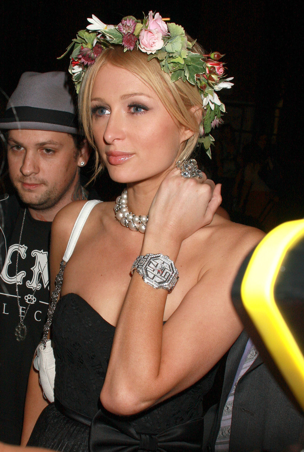 paris-hilton-at-tao-nightclub-in-new-york-01