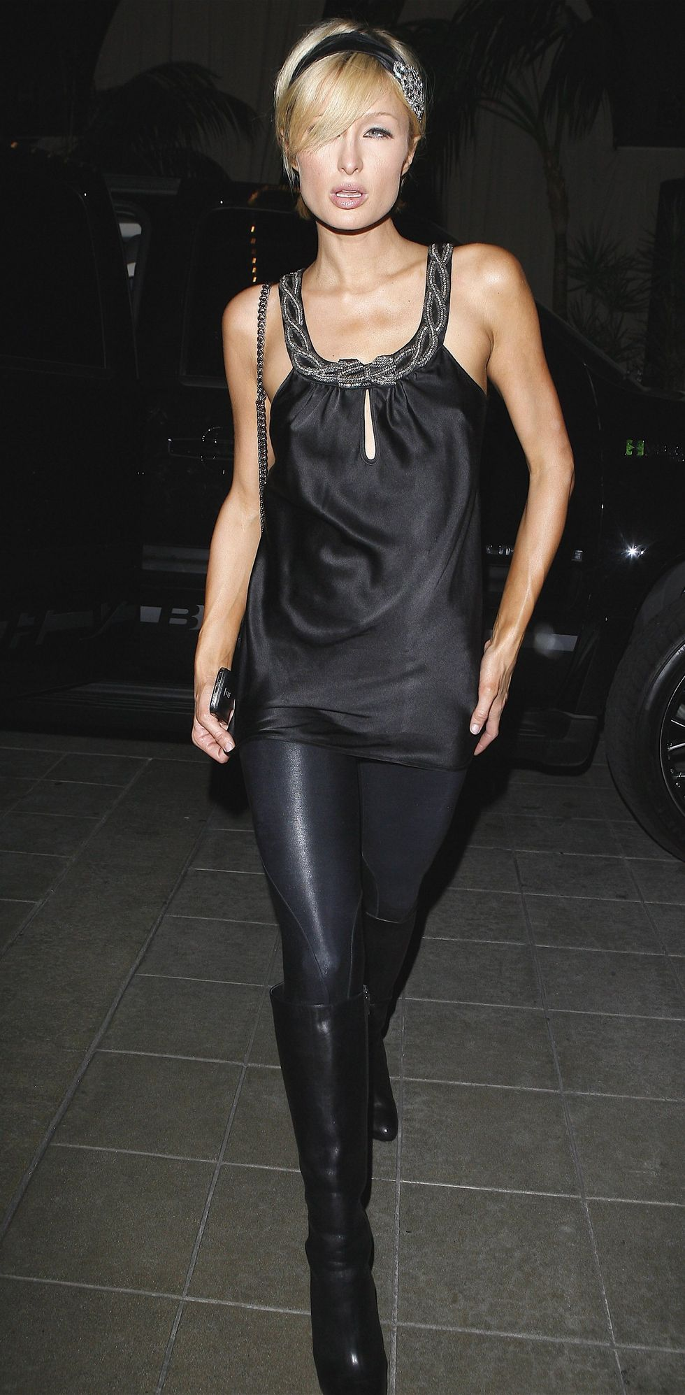 paris-hilton-at-teddys-nightclub-in-los-angeles-01