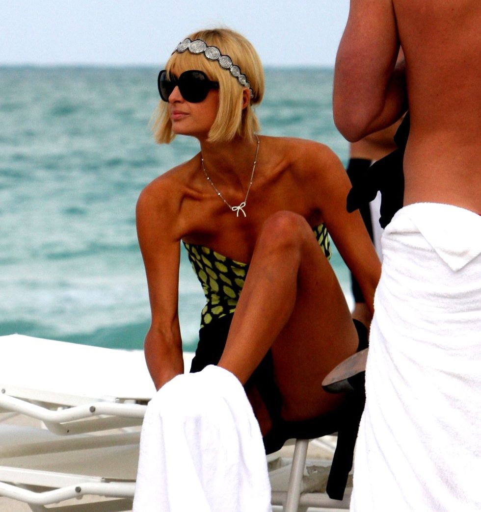 paris-hilton-at-the-beach-in-miami-13