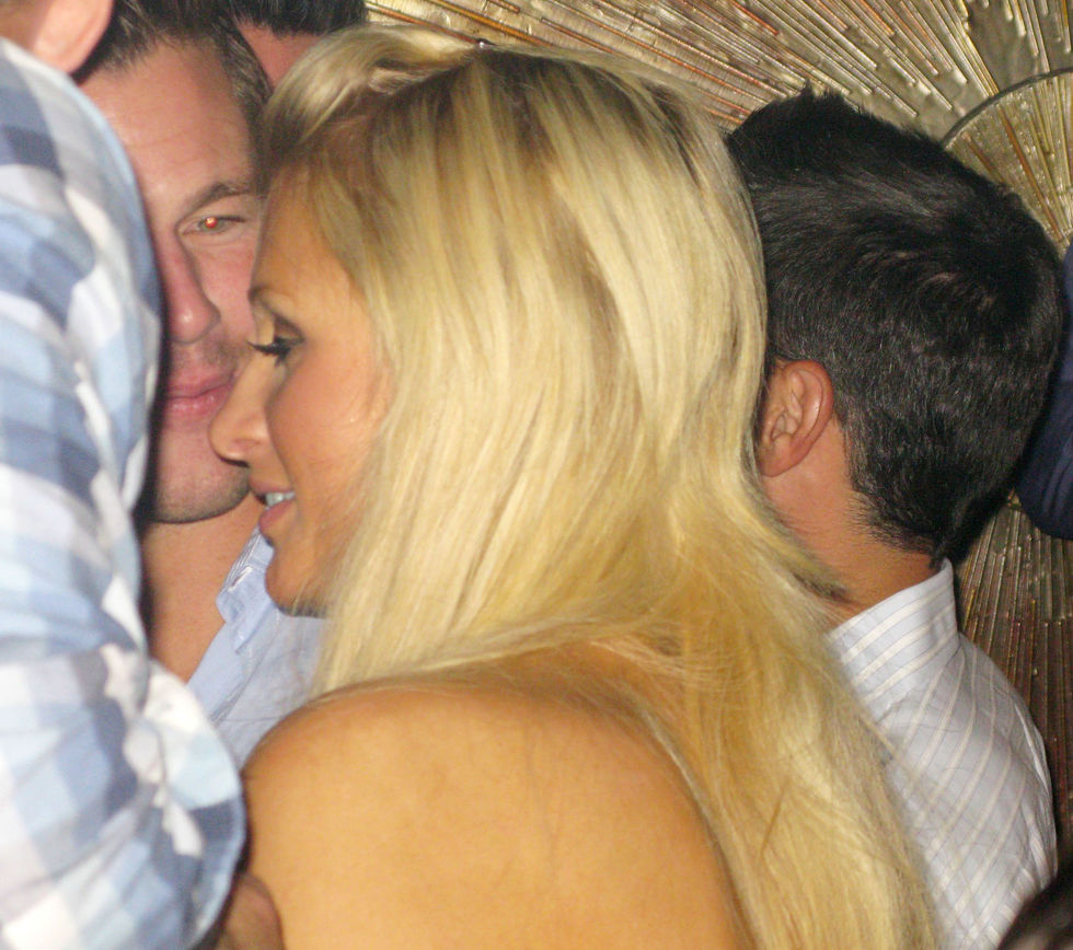 paris-hilton-at-the-body-english-nightclub-in-las-vegas-01