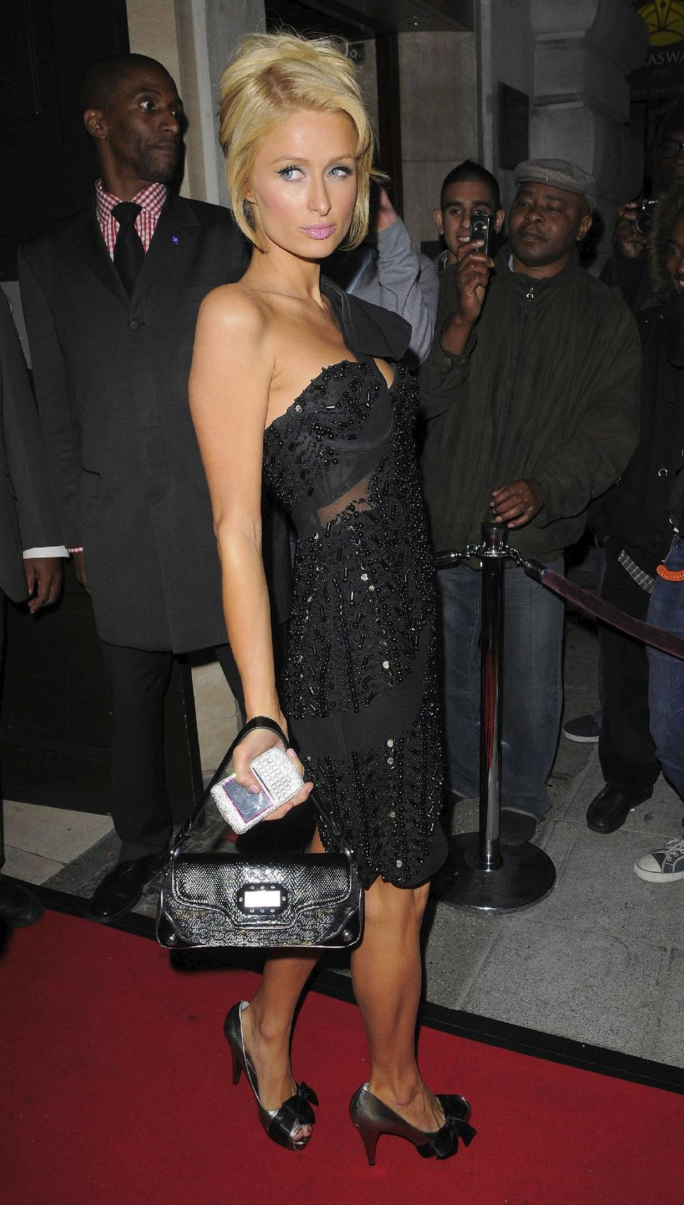paris-hilton-at-the-cuckoo-club-in-london-01