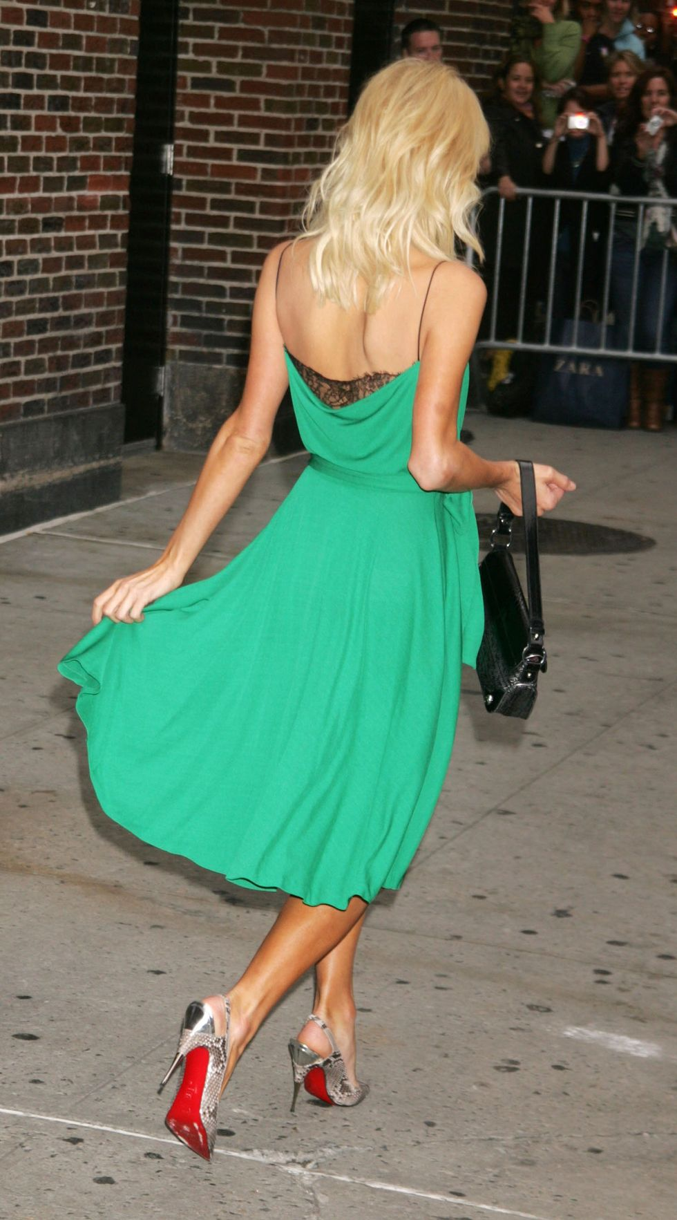 paris-hilton-at-the-late-show-with-david-letterman-in-new-york-city-01