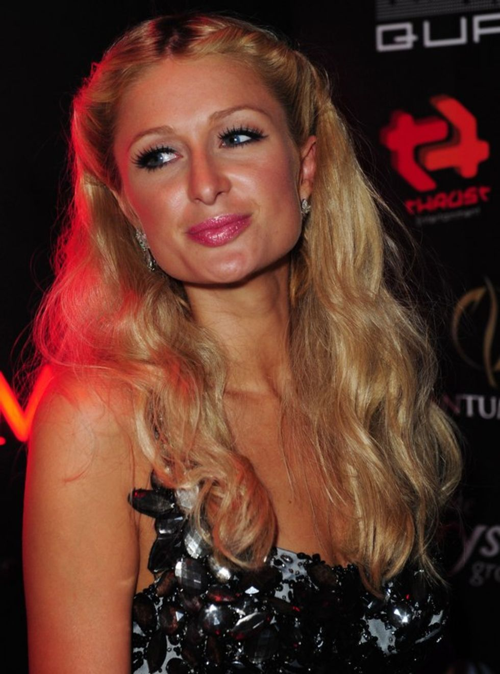 paris-hilton-at-the-quantum-night-club-in-dubai-mq-01
