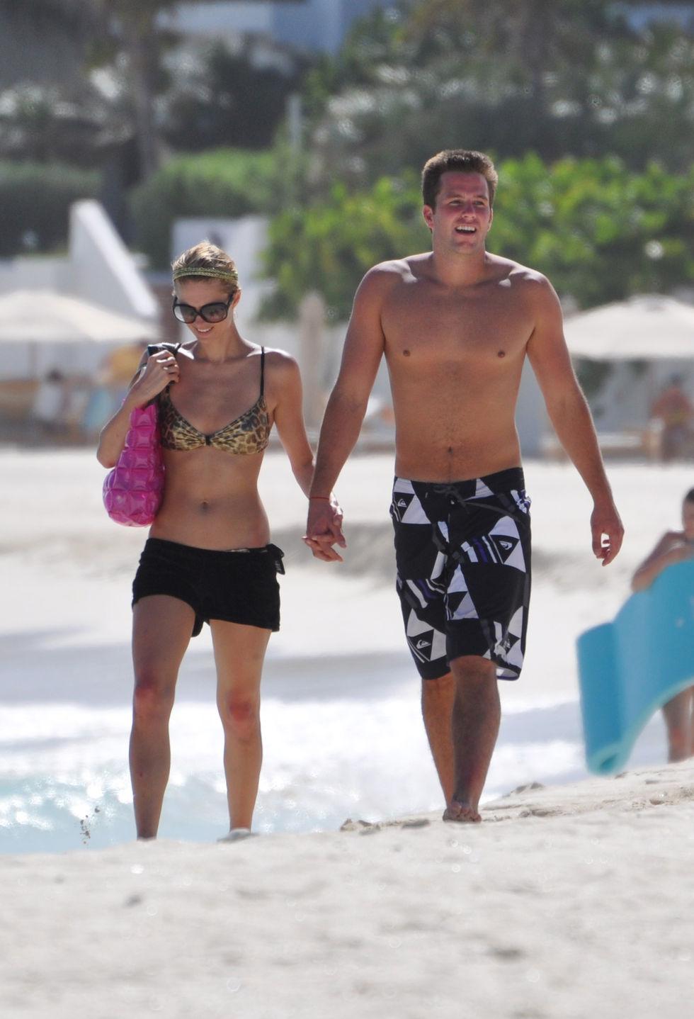 paris-hilton-bikini-candids-at-the-beach-in-anguilla-01