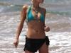 paris-hilton-bikini-candids-at-the-beach-in-hawaii-06