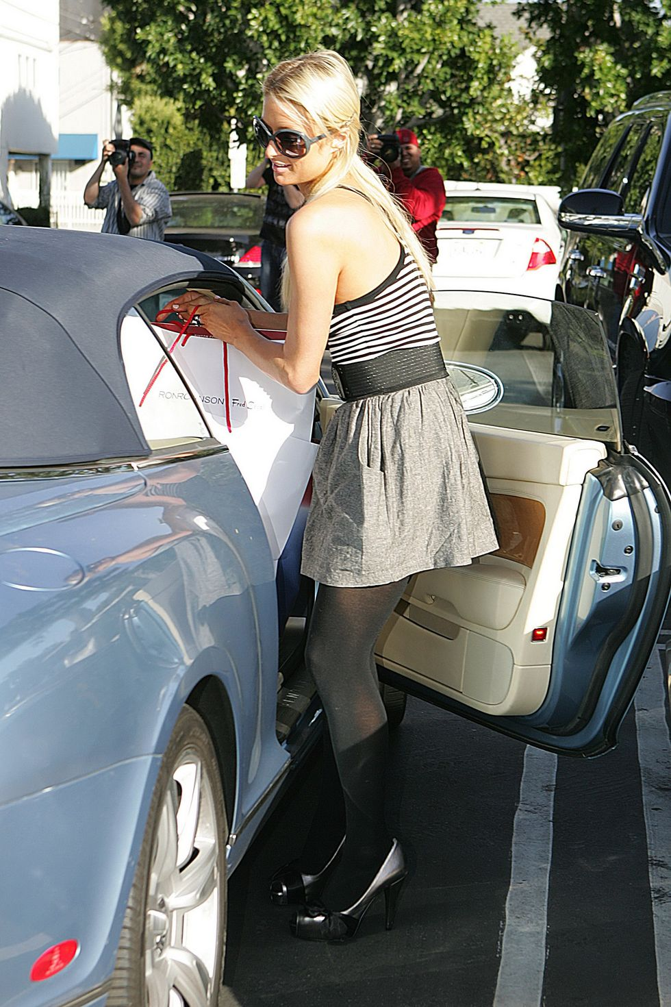 paris-hilton-candids-at-fred-segal-in-los-angeles-01
