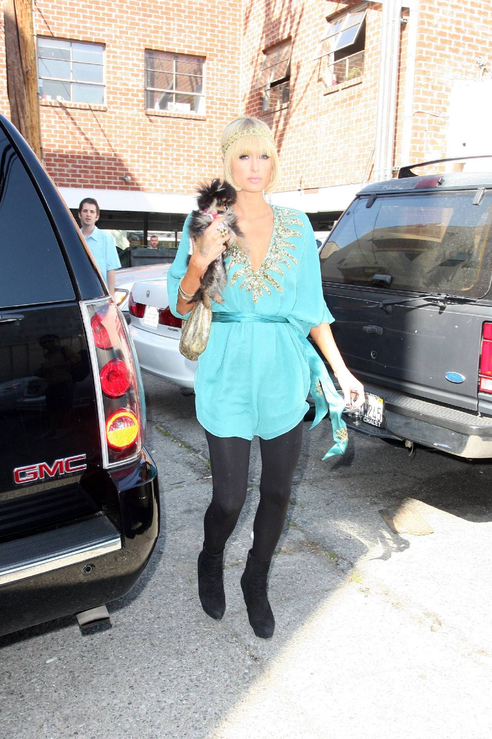 paris-hilton-candids-at-kitson-in-beverly-hills-01