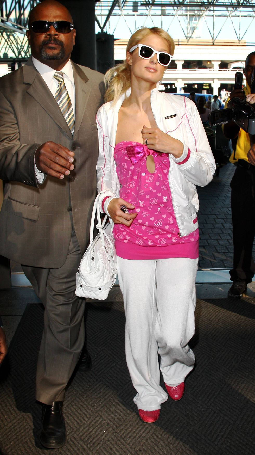 paris-hilton-candids-at-lax-airport-in-los-angeles-01