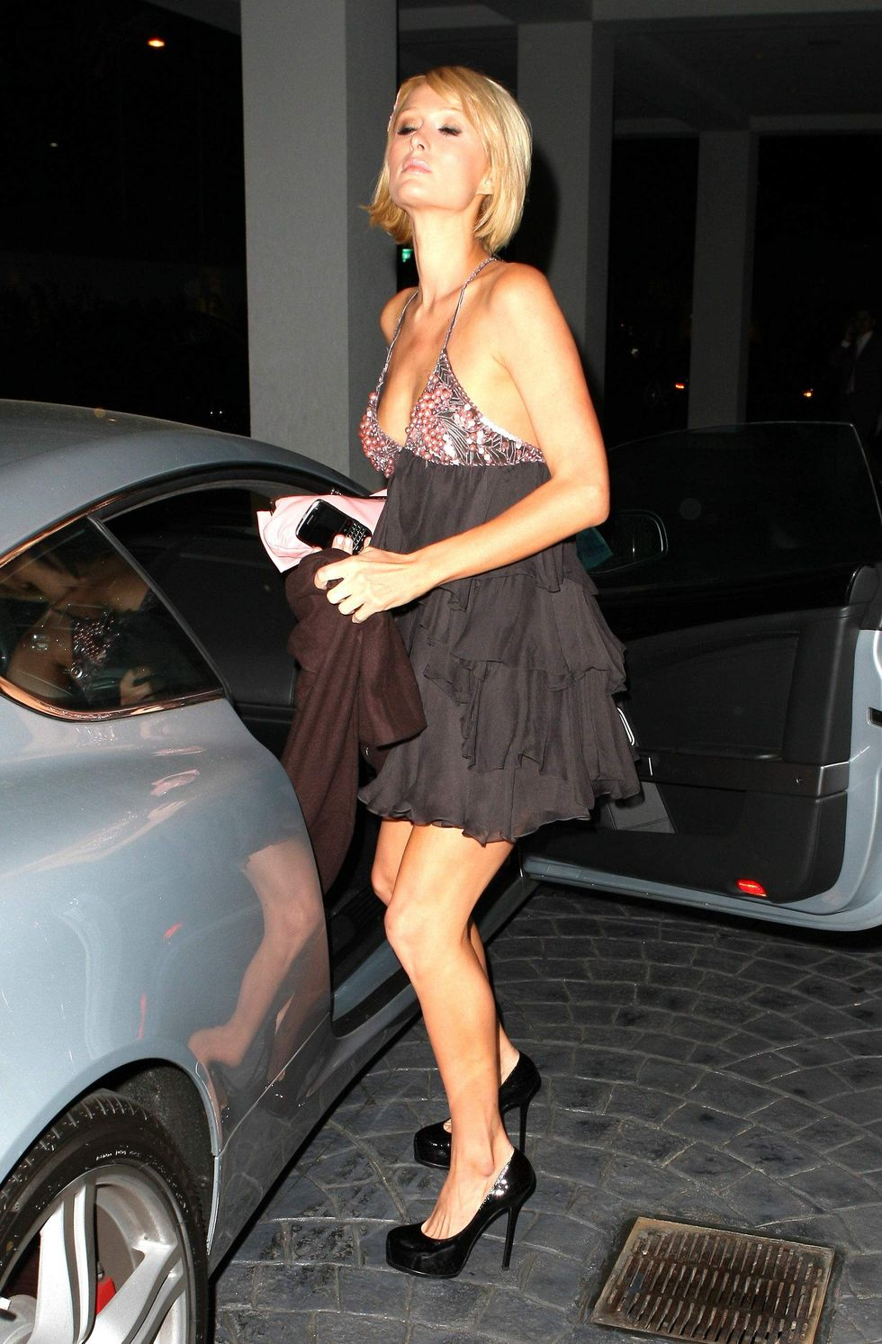 paris-hilton-candids-in-los-angeles-2-01