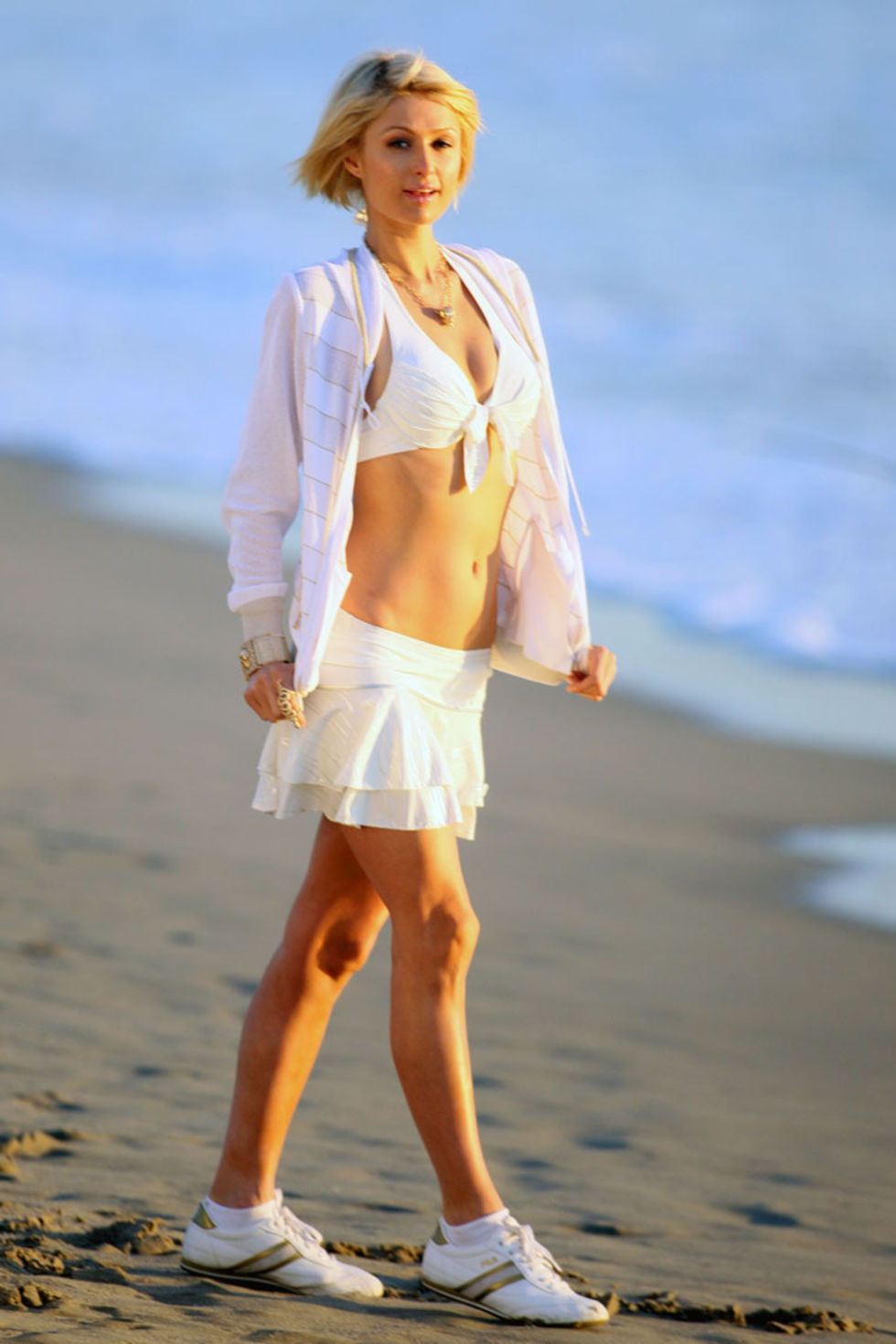 paris-hilton-fila-photoshoot-on-venice-beach-01