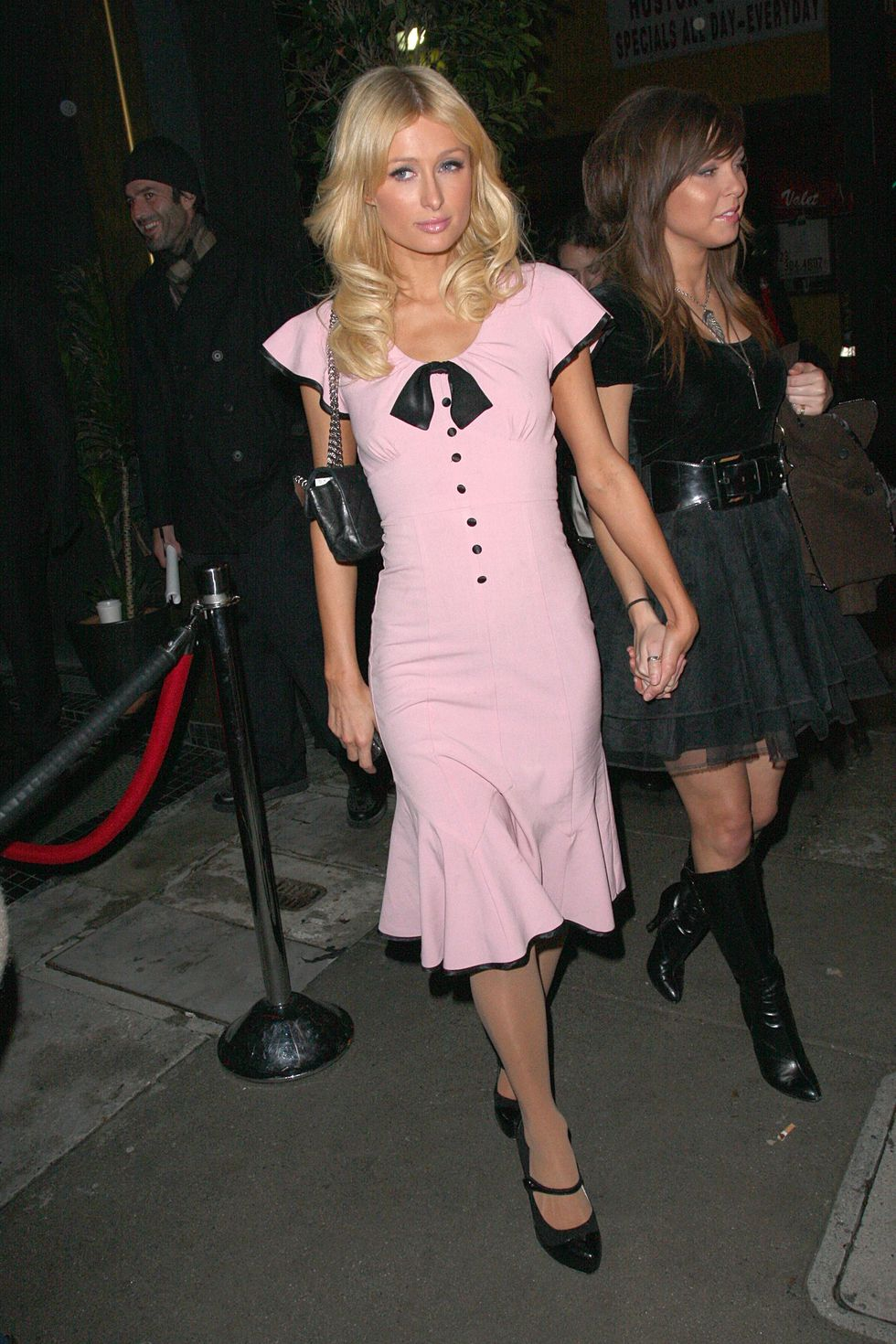 paris-hilton-leaves-delux-nightclub-in-hollywood-01