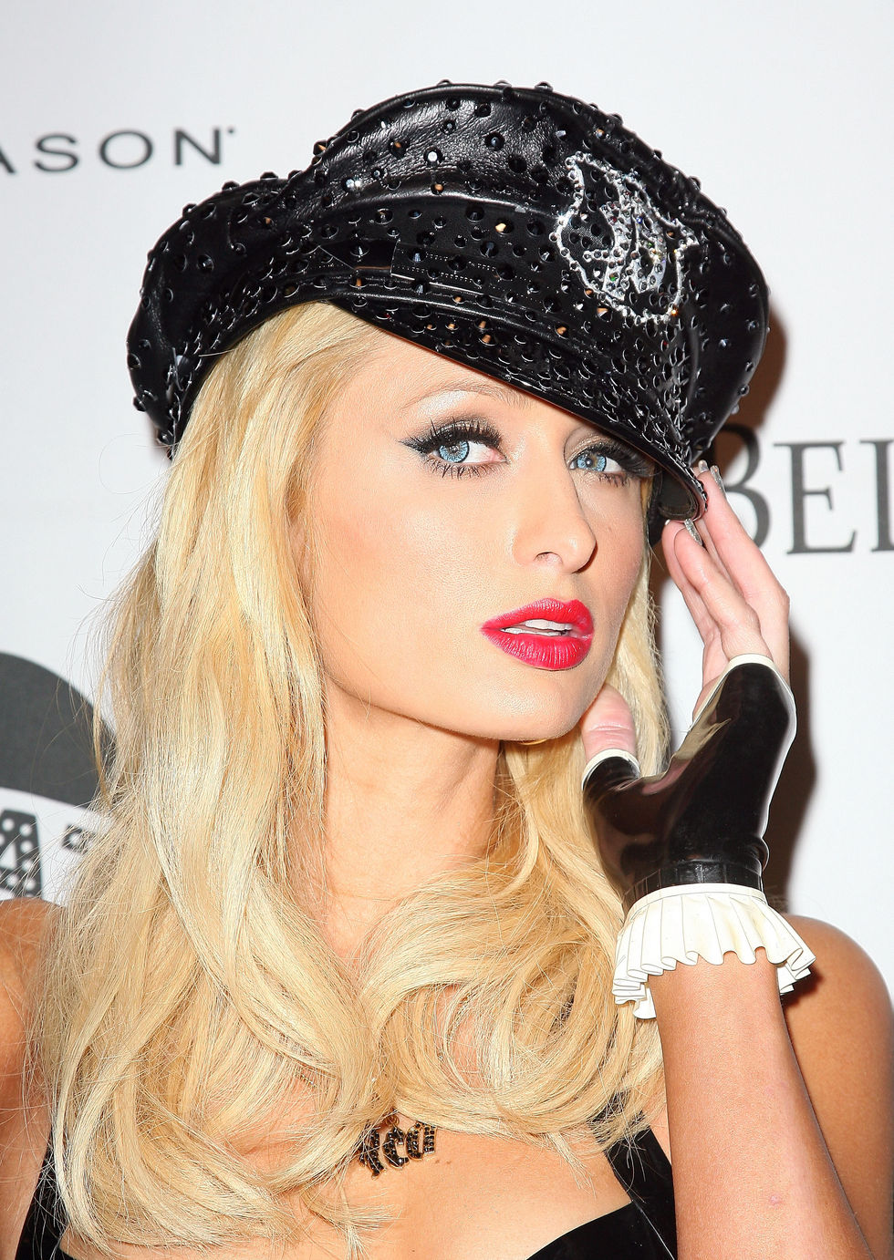 paris-hilton-opening-night-of-the-pussycat-dolls-lounge-in-west-hollywood-01