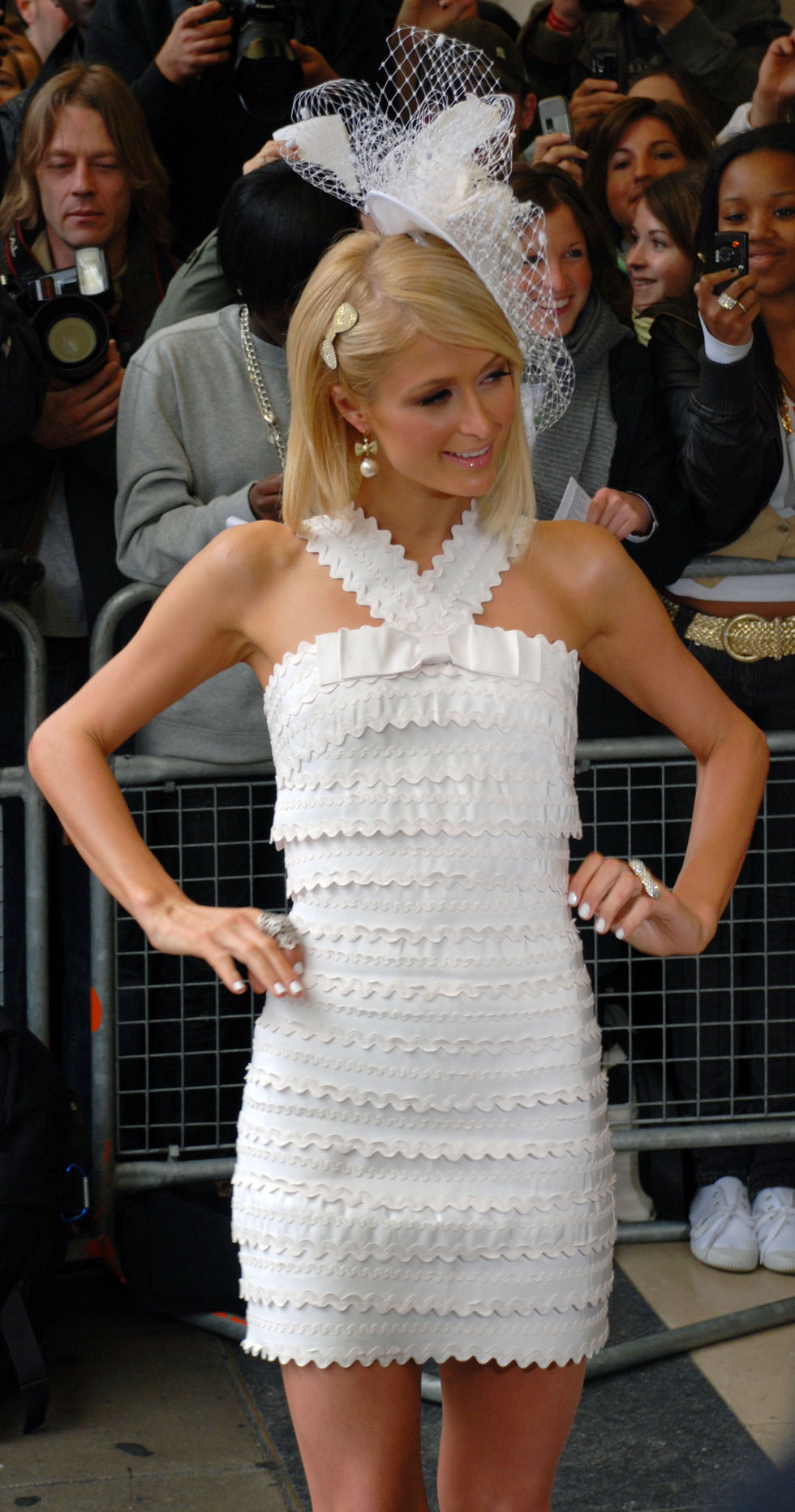 paris-hilton-promoting-her-new-fragrance-can-can-in-london-01