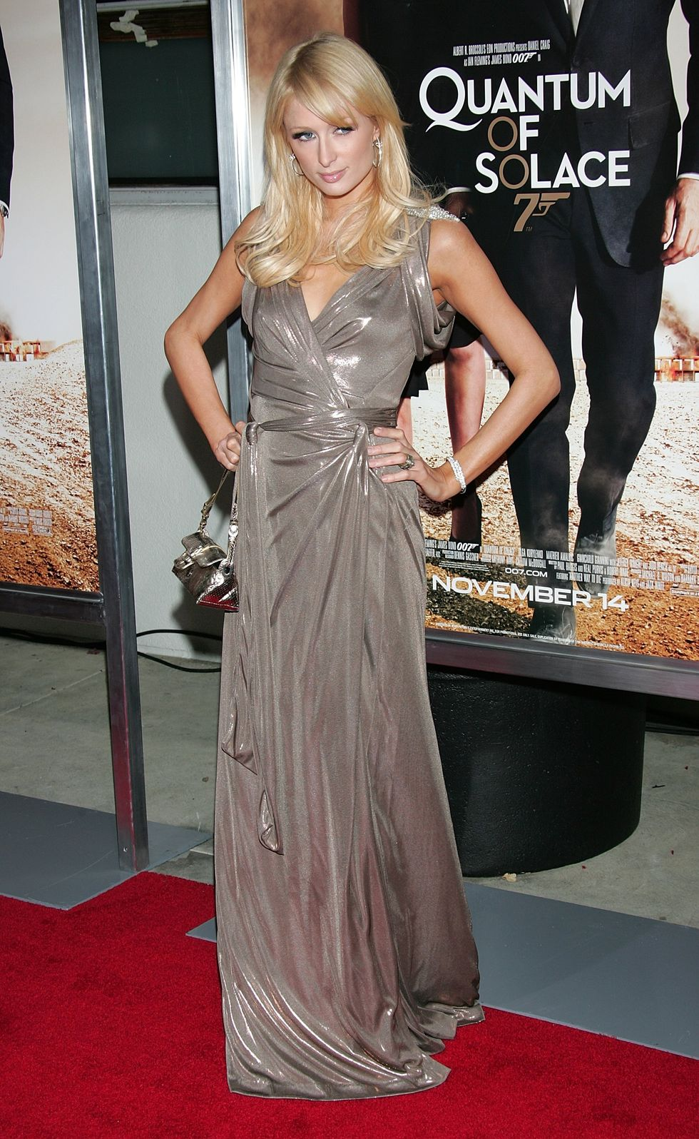 paris-hilton-quantum-of-solace-screening-in-culver-city-01