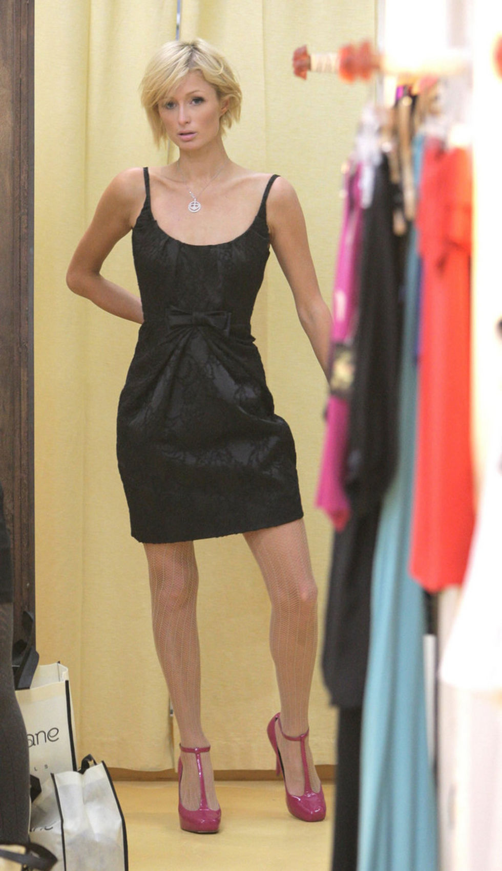 paris-hilton-shopping-at-harmony-lane-boutique-in-beverly-hills-01