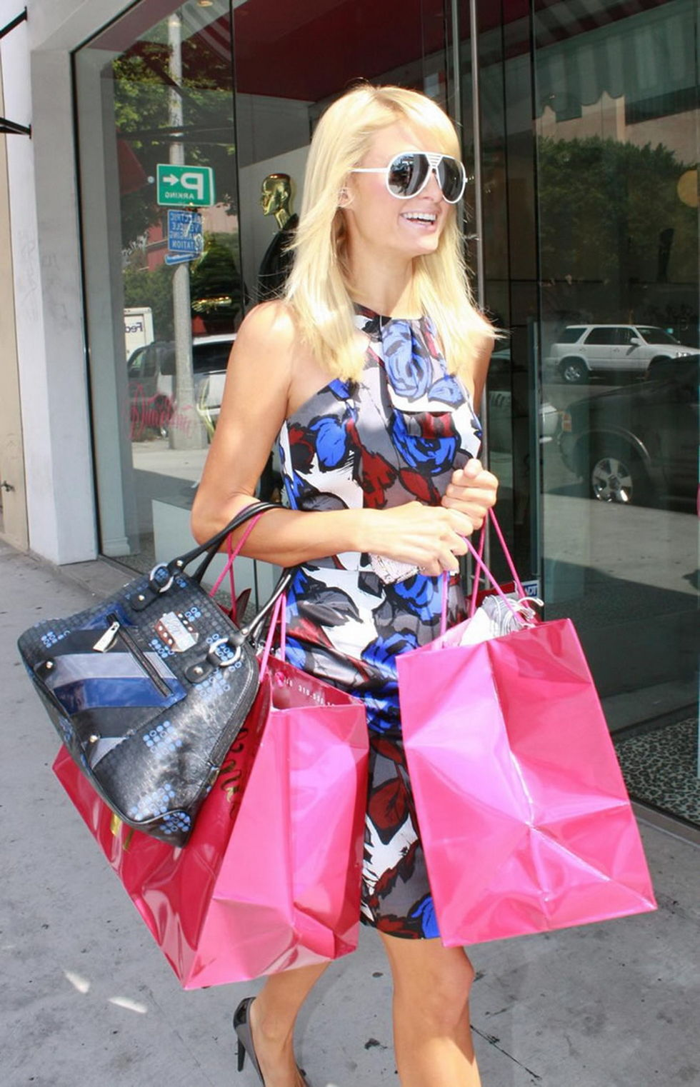 paris-hilton-shopping-candids-in-beverly-hills-01