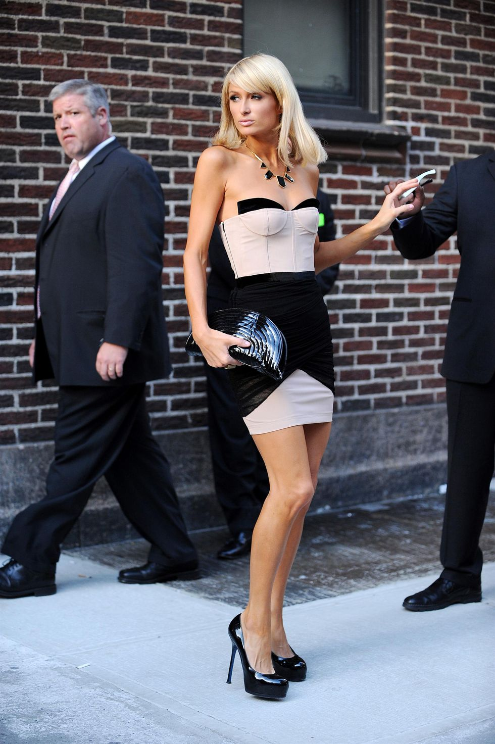 paris-hilton-visits-the-late-show-with-david-letterman-in-new-york-01