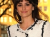 penelope-cruz-a-diamond-is-forever-unbreakable-kiss-mistletoe-installation-in-new-york-09