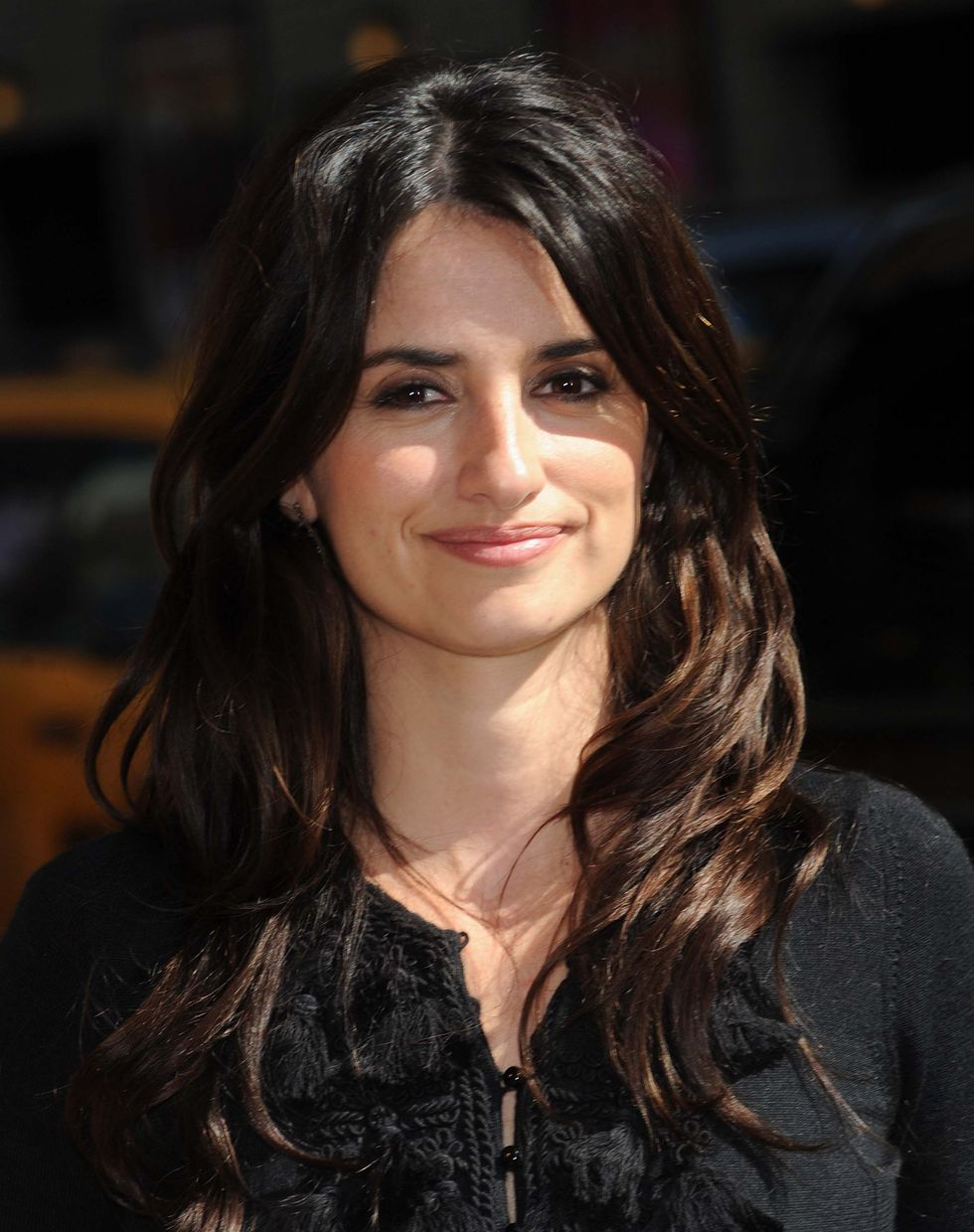 penelope-cruz-at-the-late-show-with-david-letterman-in-new-york-city-01