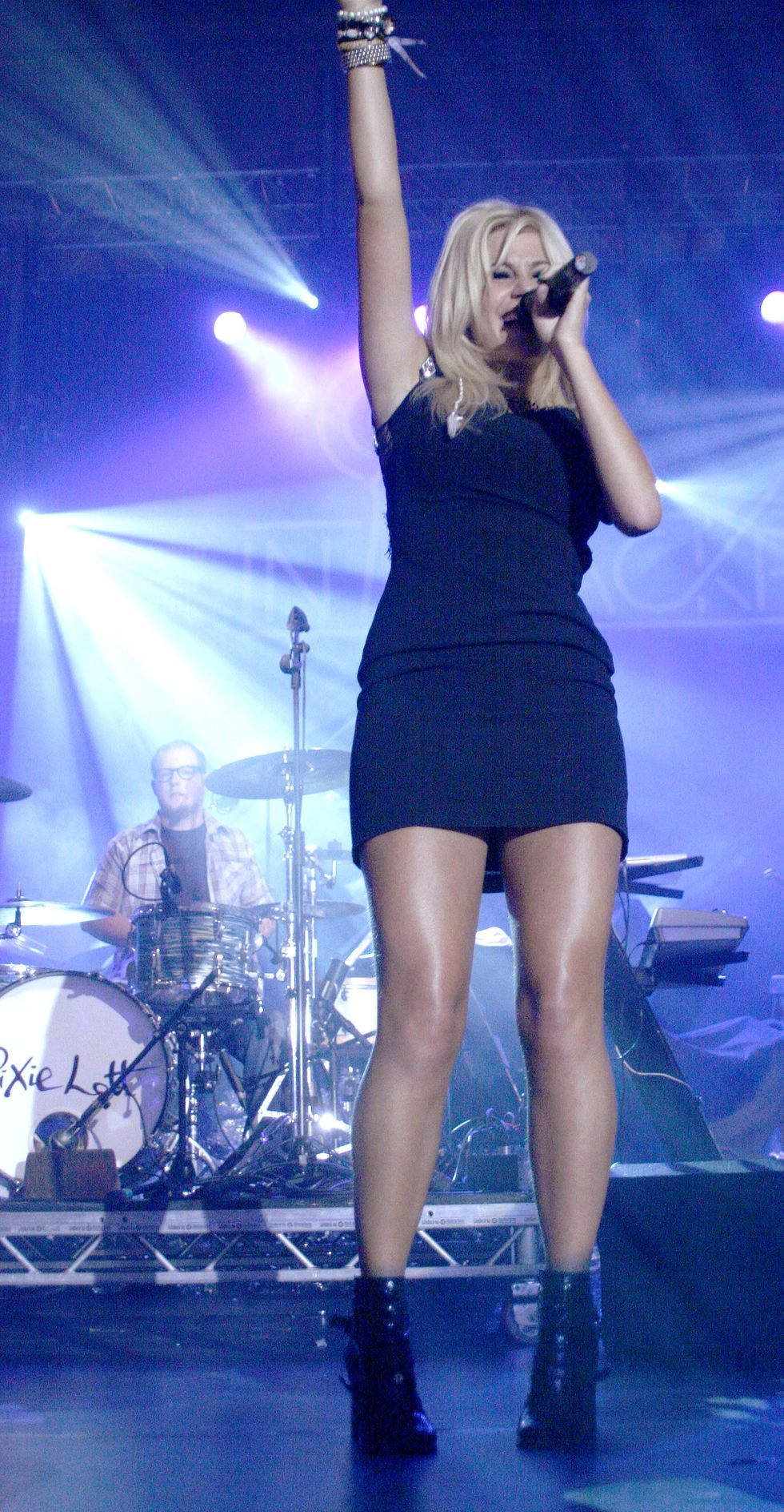 pixie-lott-performs-at-bbc-radio-2-live-from-blackpool-concert-01