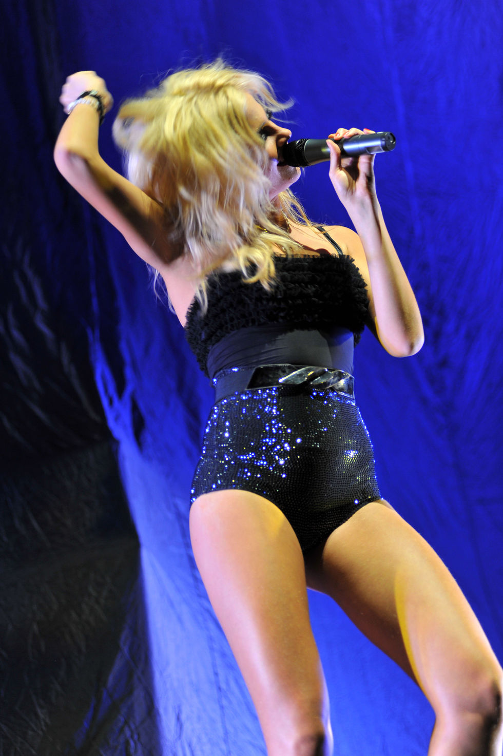 pixie-lott-performs-at-hammersmith-apollo-in-london-01
