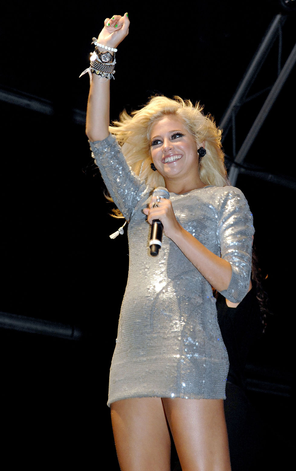 pixie-lott-performs-at-launch-of-the-blackpool-illuminations-02