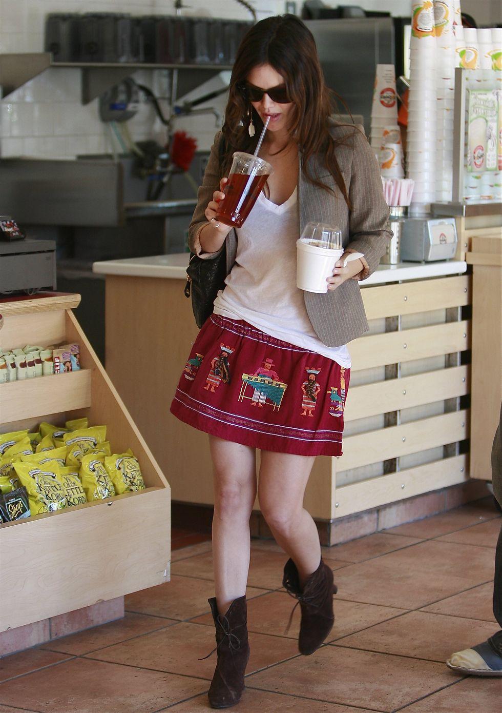 rachel-bilson-leggy-candids-at-alcove-cafe-bakery-in-los-feliz-01