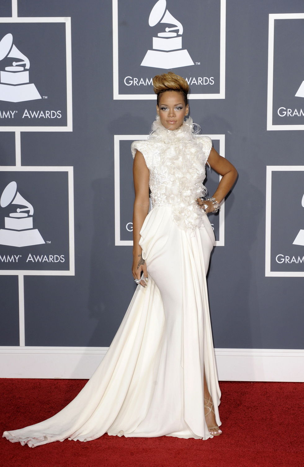rihanna-52nd-annual-grammy-awards-in-los-angeles-01