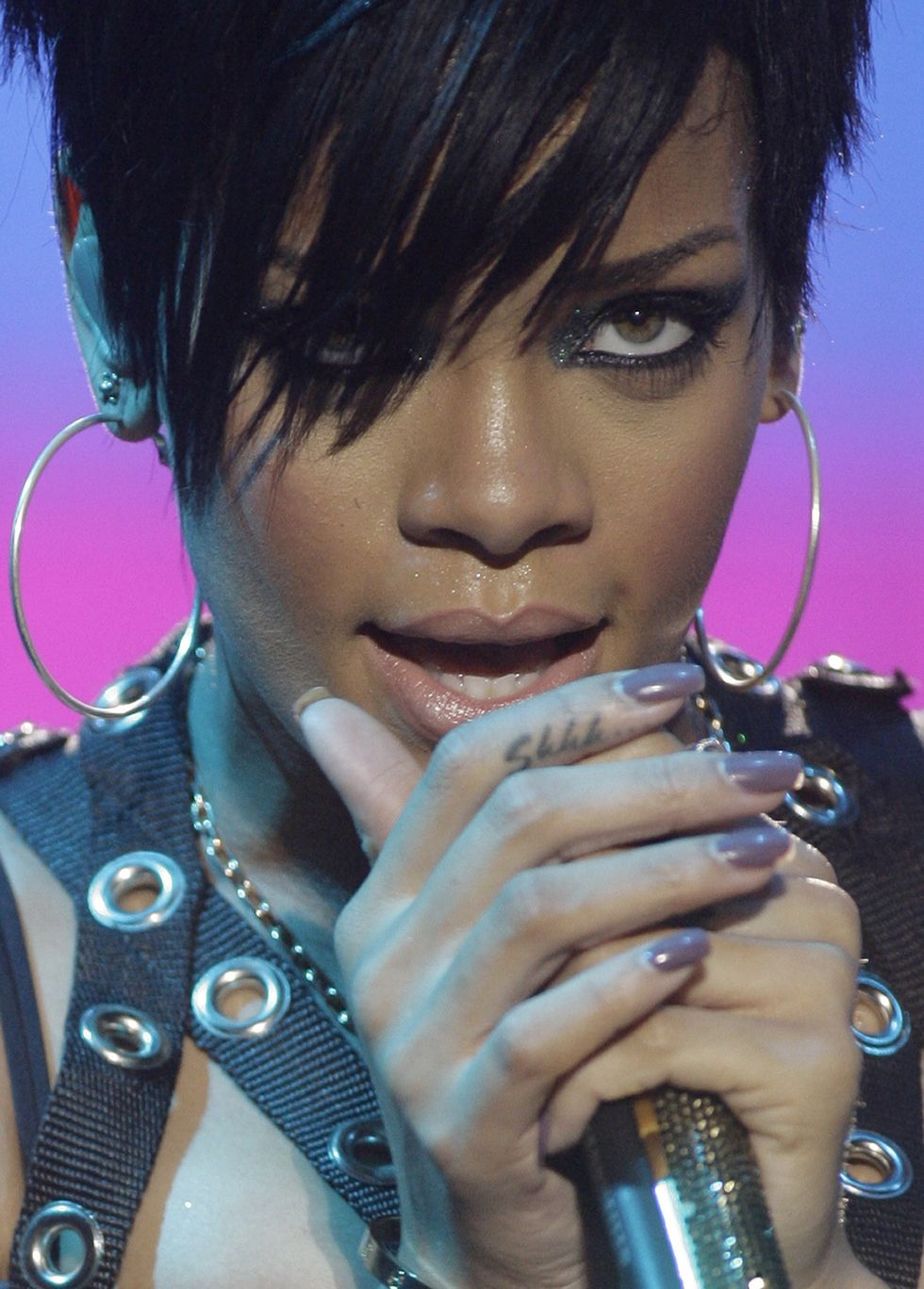 rihanna-at-a-concert-in-philippines-01