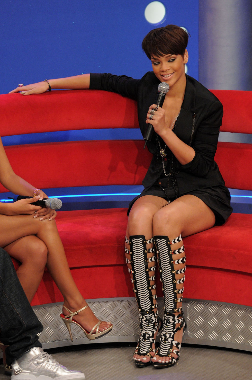 rihanna-at-bets-106-park-in-new-york-city-01