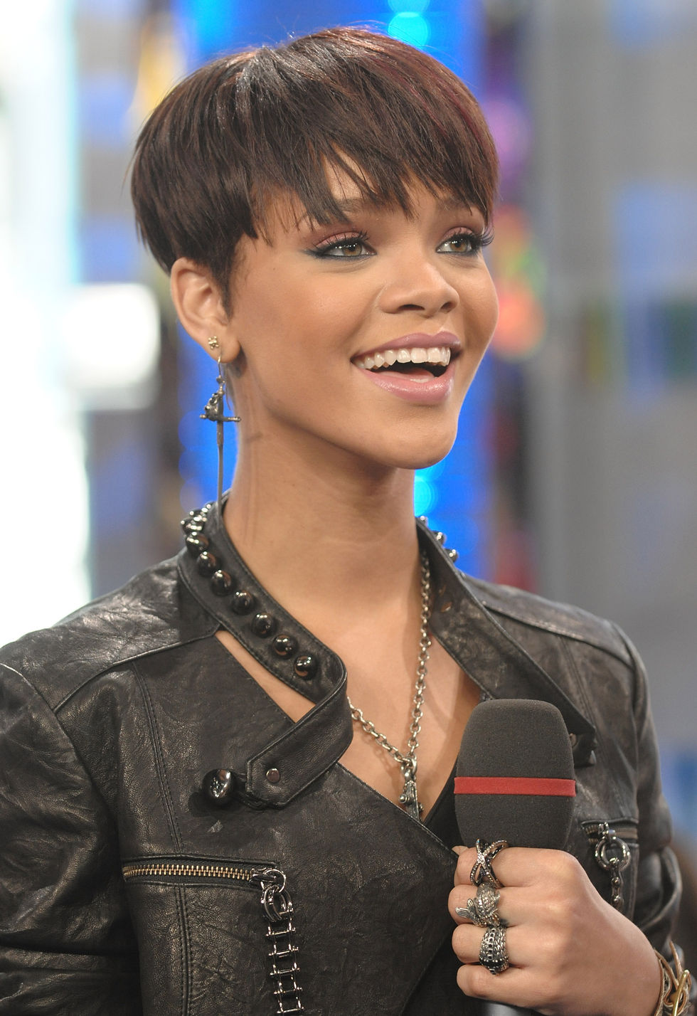 rihanna-at-mtvs-total-request-live-01