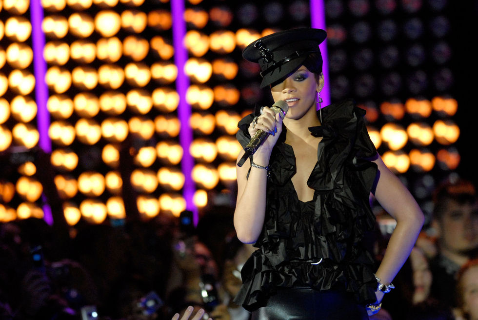 rihanna-at-the-much-music-video-awards-in-toronto-01