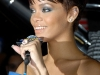 rihanna-at-virgin-megastore-in-new-york-city-01