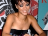 rihanna-at-virgin-megastore-in-new-york-city-06