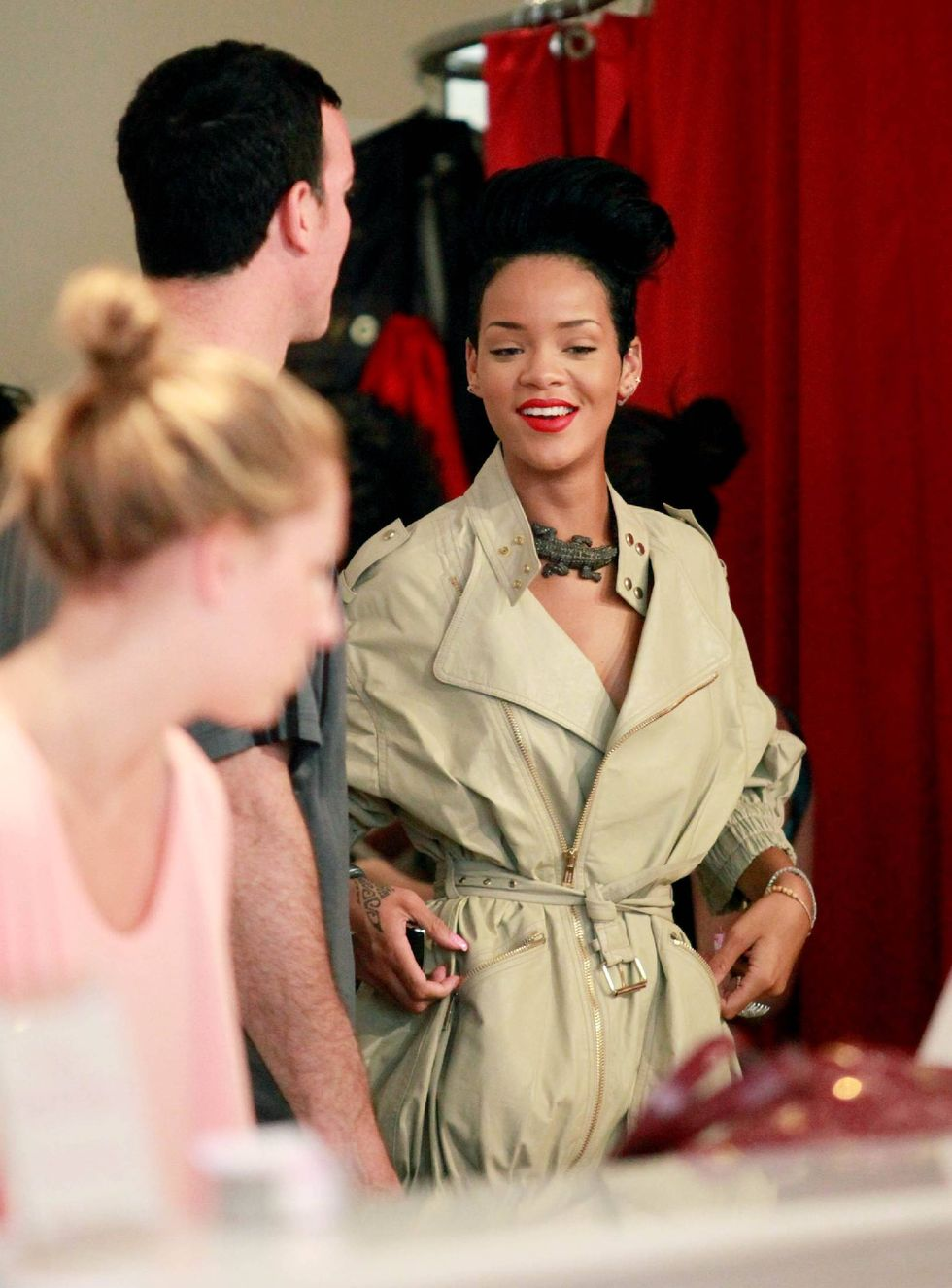 rihanna-candids-in-new-york-2-01