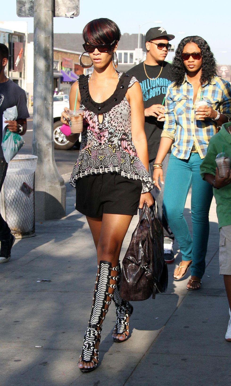 rihanna-candids-in-west-hollywood-01