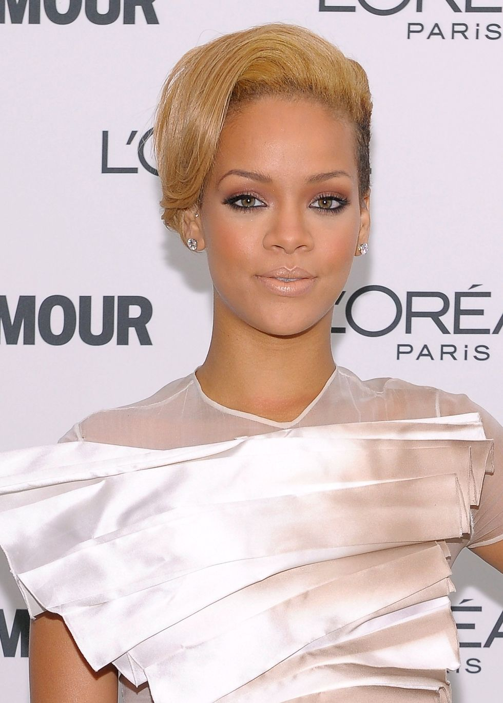 rihanna-glamour-magazine-2009-women-of-the-year-honors-01