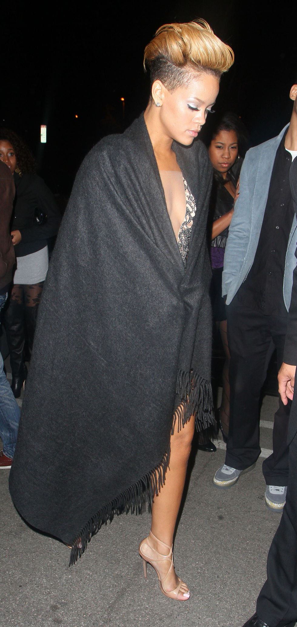 rihanna-grammy-after-party-at-guys-and-dolls-nightclub-01
