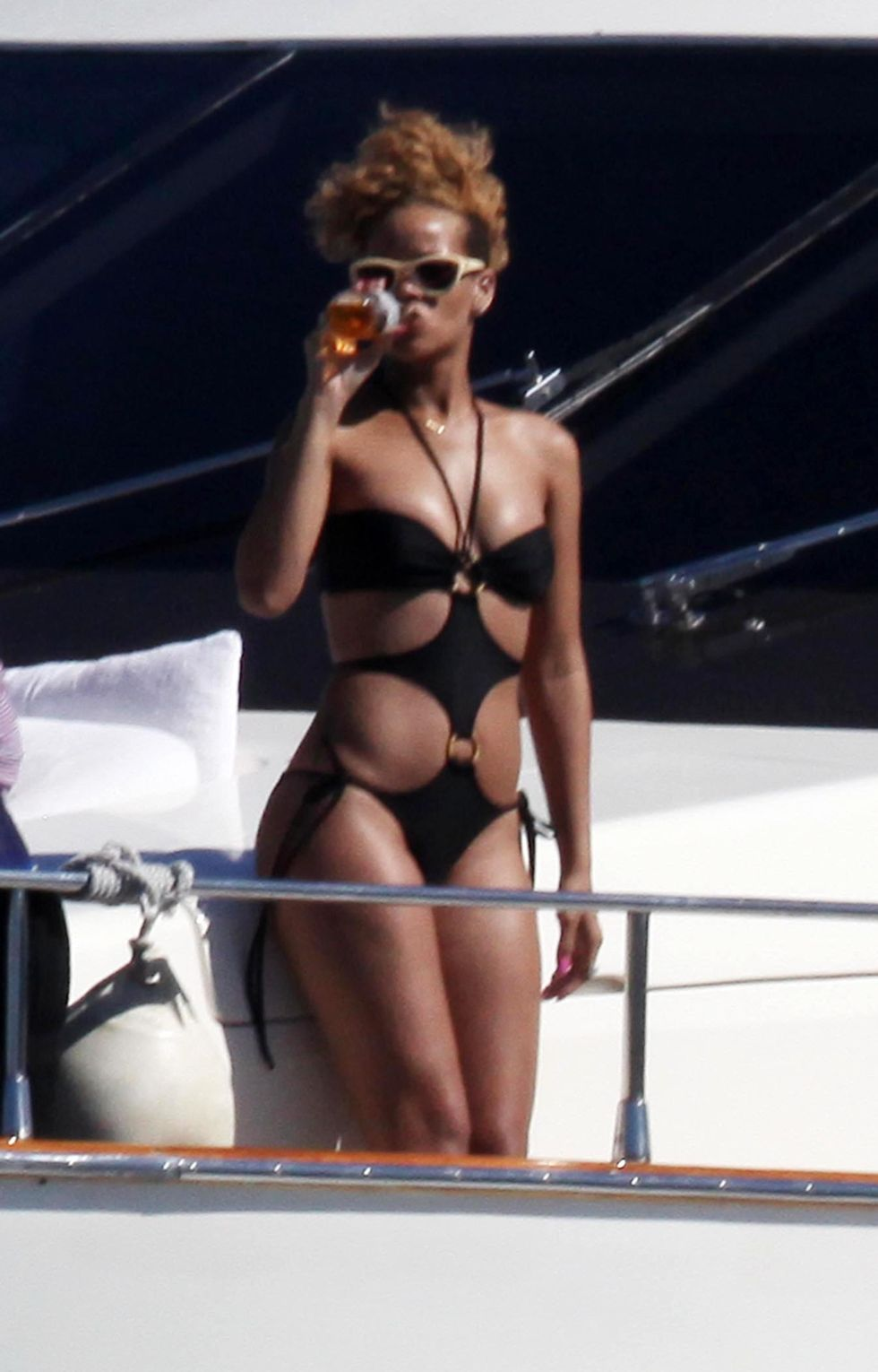 rihanna-in-black-bikini-on-a-yacht-in-mexico-01