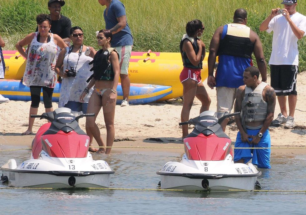 rihanna-jet-skiing-candids-in-maryland-01