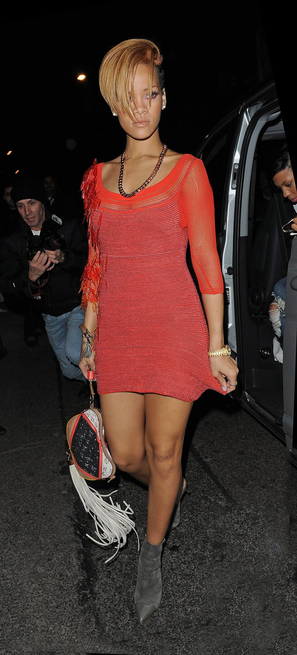 rihanna-leggy-canddis-at-mahiki-nightclub-in-london-01