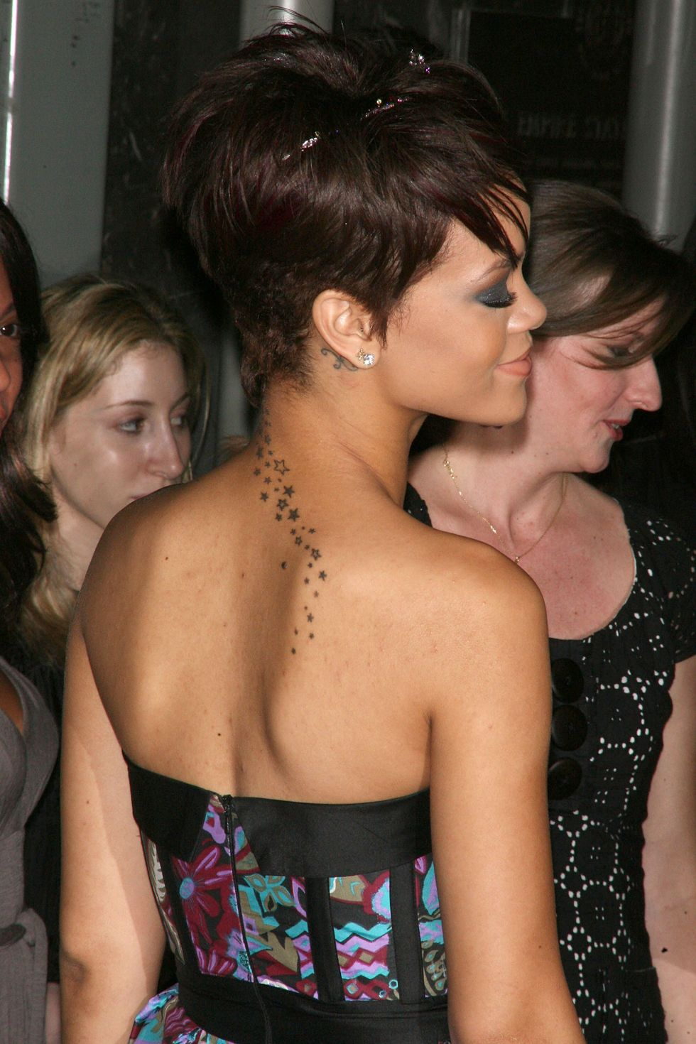 rihanna-lights-up-the-empire-state-building-in-honor-of-cartiers-love-day-01