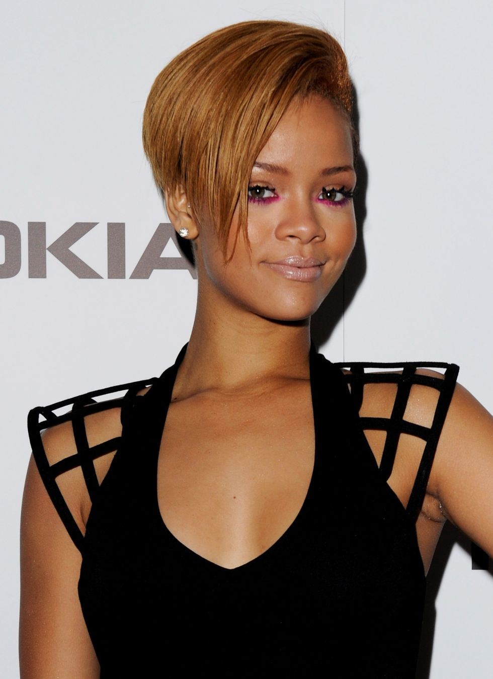 rihanna-nokia-x6-launch-in-london-01