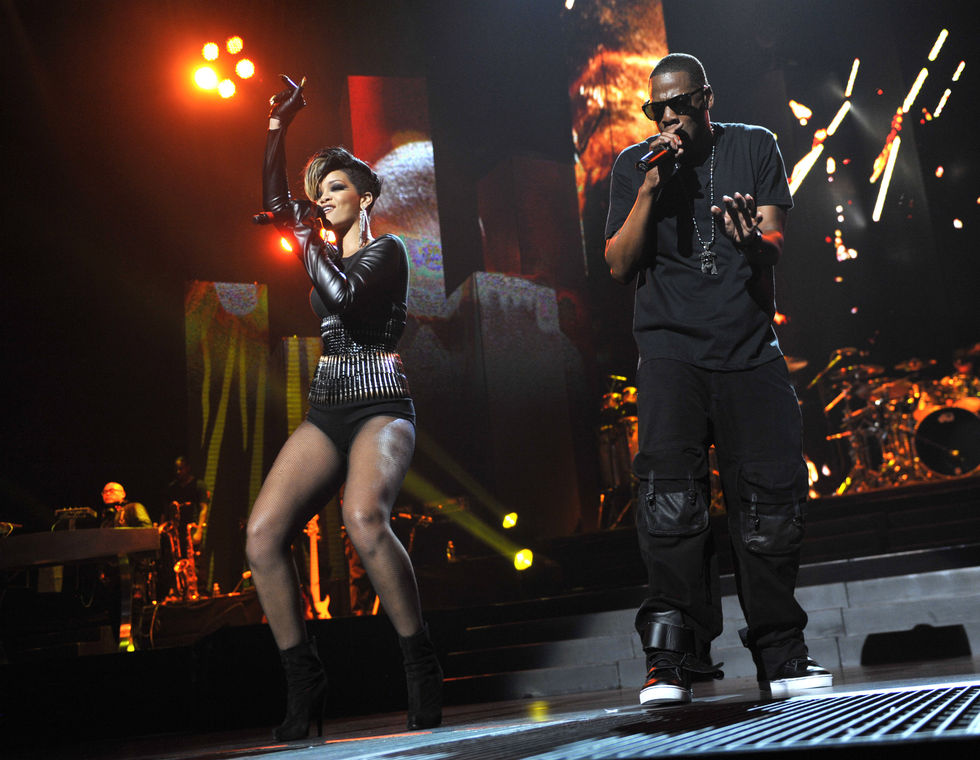 rihanna-performing-at-answers-the-call-benefit-concert-01