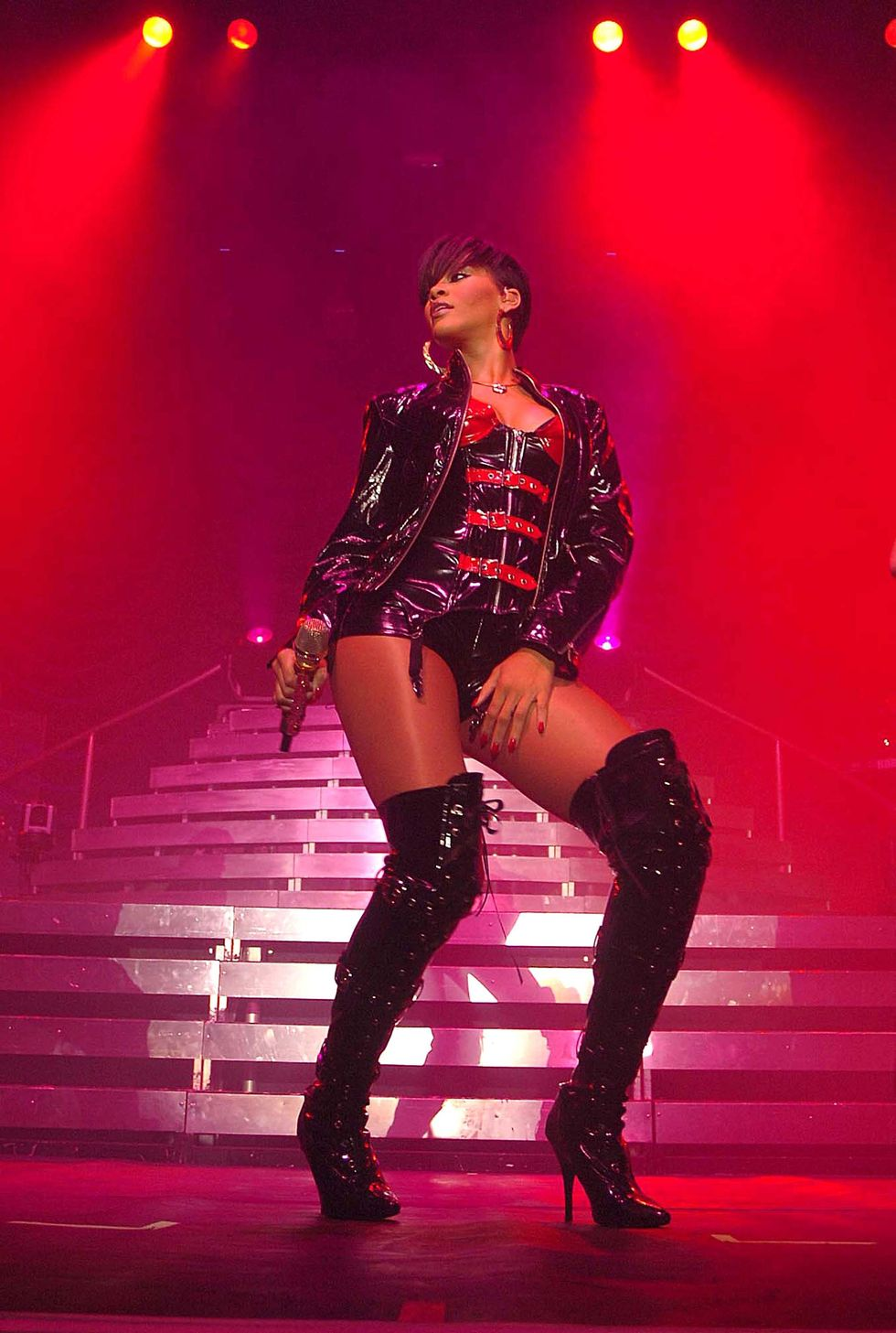 rihanna-performing-live-at-the-rds-in-dublin-01