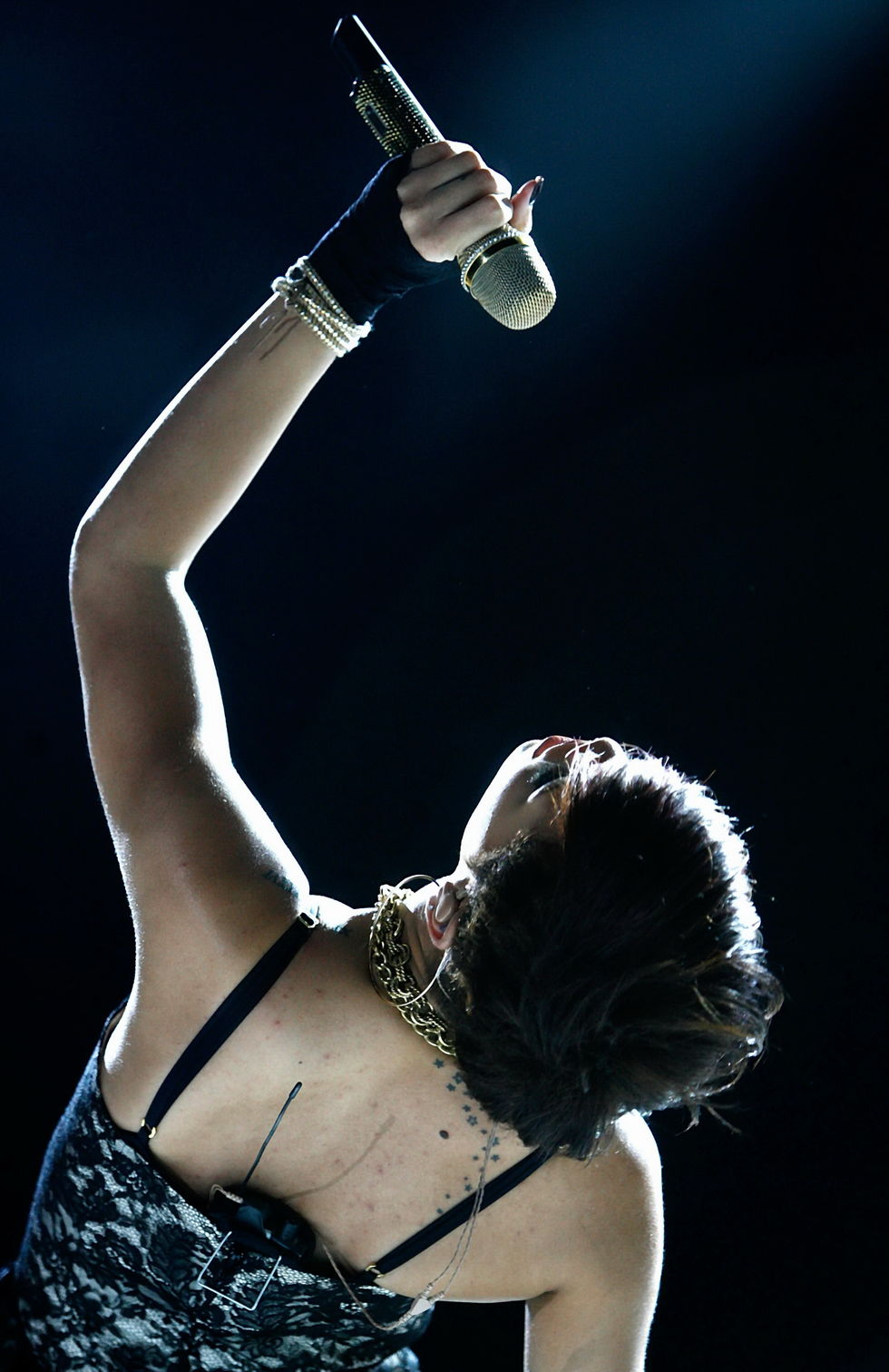 rihanna-performs-at-the-2008-essence-music-festival-in-new-orleans-05