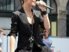 rihanna-performs-live-on-the-cbs-early-show-in-new-york-city-02